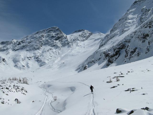 Pogled nazaj, v sredini vrh Ankogla