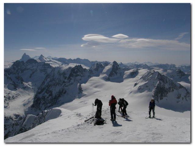 Matterhorn in Dent d Herrens v odzadju