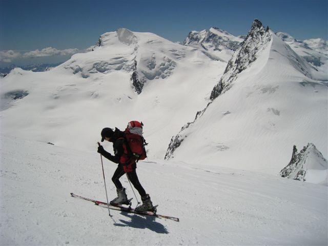 Janez pod vrhom Allalina; zadaj levo Strahlhorn, desno Rimpfischhorn, vmes masiv Monte Rose