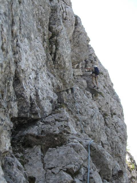 Lahko plezanje na začetku ti nudi, da se pripraviš za težave zgoraj