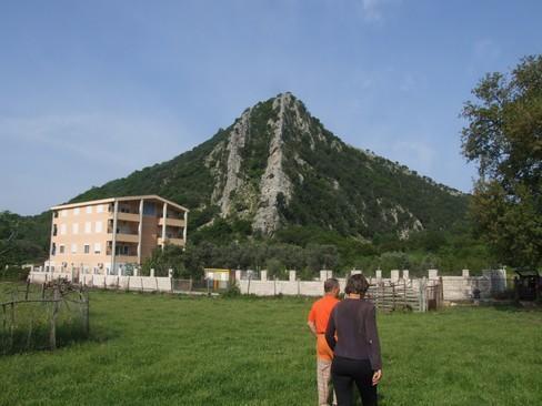 Grebena nad naseljem Buljarica (Poluks in Kastor)