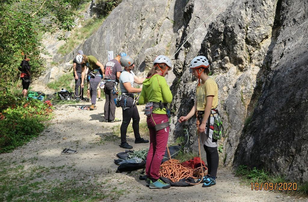ALPINISTIČNA ŠOLA, prvi dan praktičnega dela v plezališču